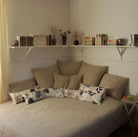 ideas to decorate a small bedroom dormitor cu pat pe colt idei si sugestii de amenajare