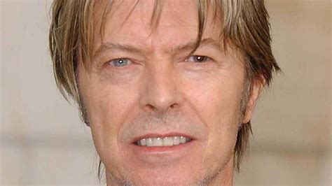david bowie eye color the mystery of david bowie s different coloured and a