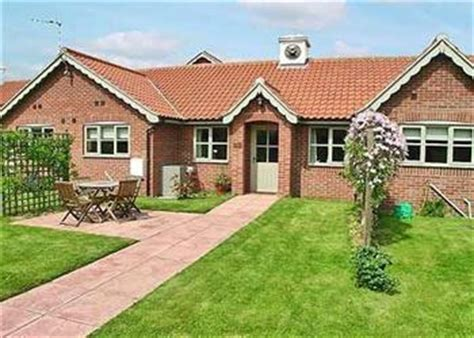 Cottages In Great Yarmouth by Court House Cottages Broad Cottage Ref 27648 In