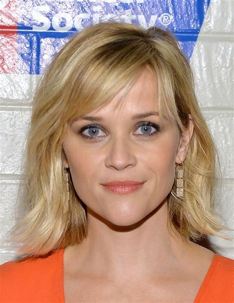 how to cut reese witherspoon bangs reese witherspoon medium wavy cut with bangs