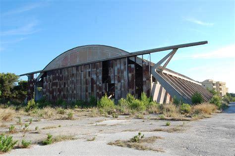capannoni abbandonati adesso rubano l alluminio dei capannoni nervi