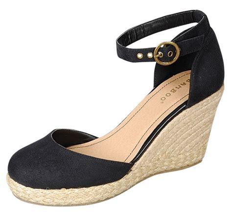 Sale Sepatu Wedges Nfz 25 best 25 closed toe wedges ideas on toms wedges