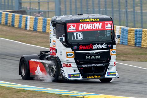 free truck racing race trucks pictures high resolution semi truck racing