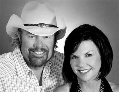 toby keith and wife meet toby keith s wife tricia covel