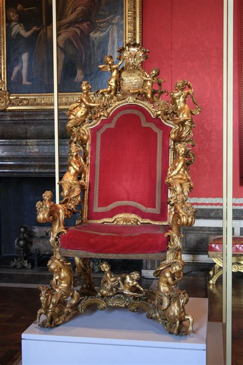File:Chateau de Versailles 2011 Trone venitien 2