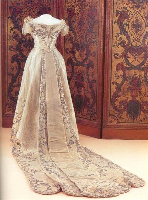 hochzeitskleid queen die besten 25 hochzeitskleider queen ideen auf pinterest