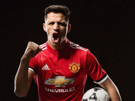 alexis sanchez to manchester united manchester united confirm alexis sanchez move as henrikh