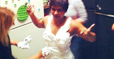 why does mindy kaling wear a wig on her show mindy kaling s shaving cream swimsuit see the picture