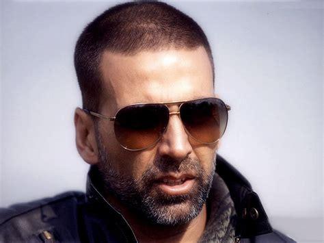 wearing sunglasses akshay kumar wearing sunglasses desicomments