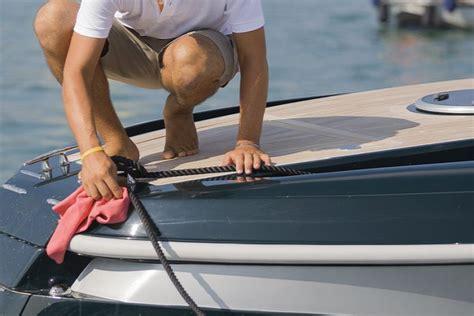 Bootsdeck Polieren by Boot Reinigen Mit Seife Und Wachs Boot Und Yachten De