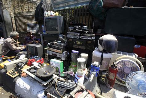 Tv Bekas Surabaya karyakan barang bekas untuk alat penelitian republika