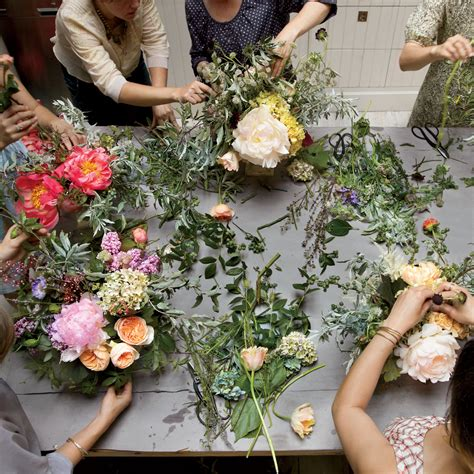 flower arranging class tips from a flower school martha stewart