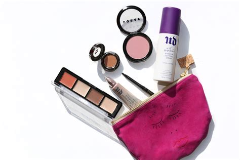 12 Things To In Your Make Up Bag by 6 Things You Don T Need In Your Makeup Bag Simply Sona