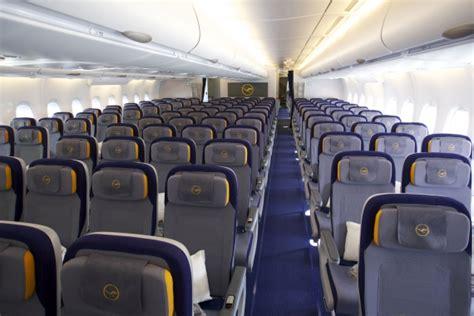 a380 kabine neue class an bord der lufthansa a380 austrian wings