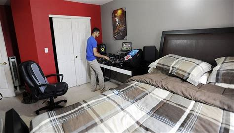 bedroom dj schaumburg native making waves on the dj scene