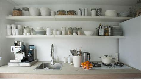 Charmant Idee Rangement Petite Cuisine #3: 08335582-photo-plus-de-rangement-petite-cuisine-ajouter-etageres.jpg