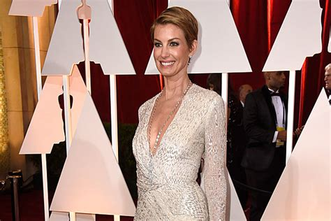 faith hills scar on neck from undisclosed surgery in january report faith hill underwent neck surgery after injury