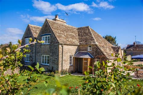 Cottages Cotswolds Tub by Cirencester Cotswolds Concierge