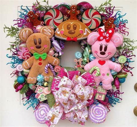 diy corona navide a de mickey mouse mickey s christmas wreath gingerbread mickey and minnie coronas y adornos para la