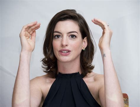 how anne hathaway became the most hated celeb in hollywood anne hathaway on pinterest anne hathaway hair the