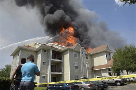 appartments near ucf apartment complex fire near ucf orlando sentinel