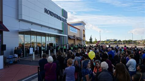 Nordstrom Rack Town And Country by Nordstrom Rack Opens To Big Crowds At Winrock Town Center