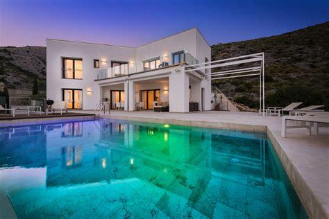 exclusive contemporary  bed villa  views  pollensa bay