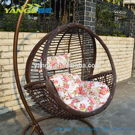 balancoire suspendue rotin chaise suspendue en rotin balan 231 oire chaise d 蜩uf