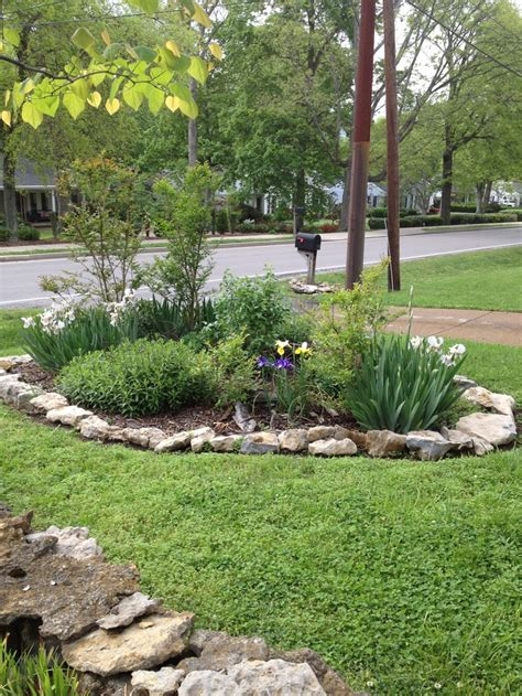 Rocks For Garden Borders Island Flower Garden With Rock Border Diy Rock Gardens Pinterest Gardens Green And Islands