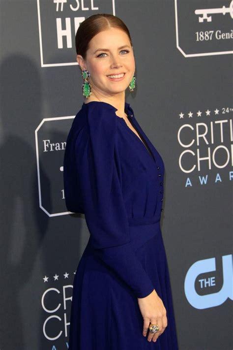 Charlize Theron Brilla En Los Critic S Choice Television Awards 2015 La Alfombra Roja De Los Critics Choice Awards El Imparcial