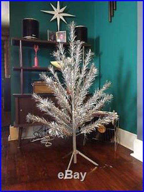 vintage aliminum 4 foot christmas trees vintage silver aluminum tree 4 ft 39 branches peco mid century retro
