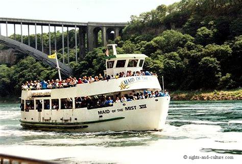 boat ride on niagara falls niagara falls boat ride to the falls