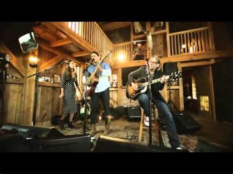 live from daryl s house live from daryl s house johnnyswim diamonds youtube