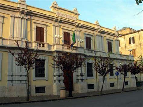 banco popolare cosenza corso umberto palazzo della d italia volti di
