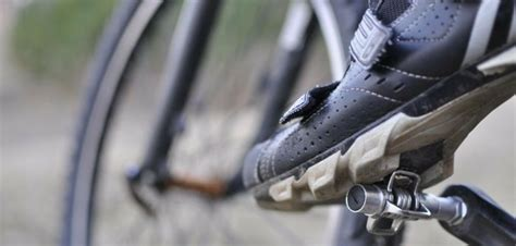 mountain bike clip in pedals and shoes clipless or flat pedal decision made easier