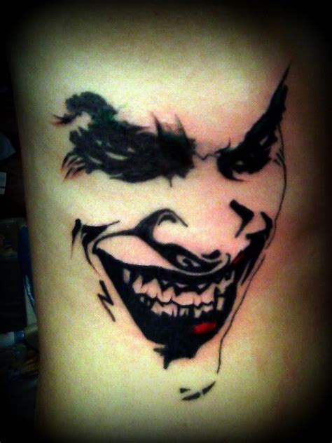 joker tattoo en el brazo 70 tatuagens com o coringa o maior vil 227 o de batman