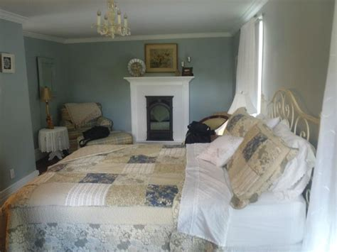 daisy hill bed and breakfast queen bed same room picture of daisy hill bed and