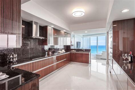 grande cuisine design appartement de luxe avec vue sur l eau situ 233 sur la