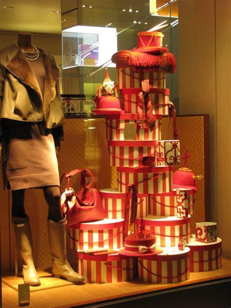 hermes holiday window display classiq