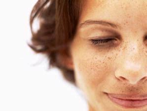 Cara Menghilangkan Flek Hitam Dan Bintik Noda Di Wajah noda hitam pada wajah