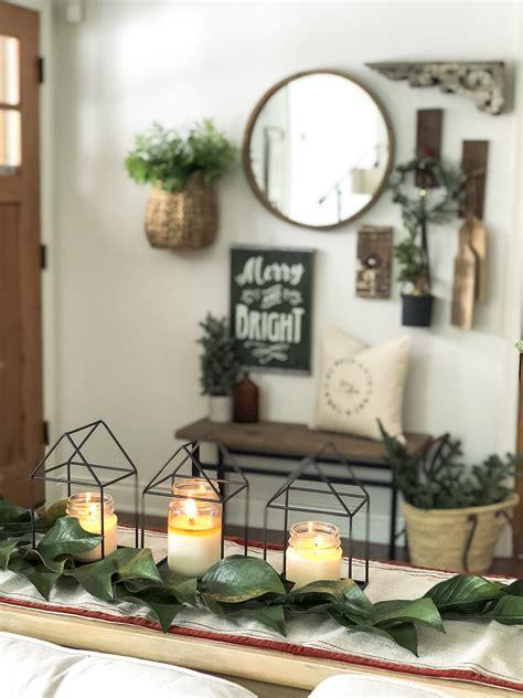 simple christmas entryway decor grace   space