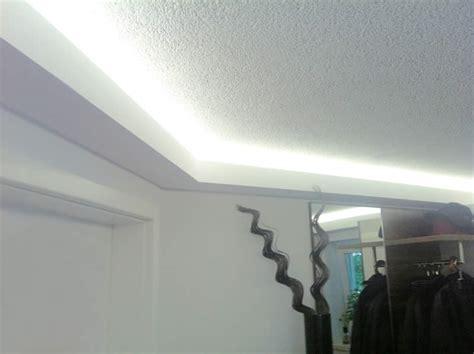 stuckprofile für indirekte beleuchtung schlafzimmer kirschbaum wandfarbe