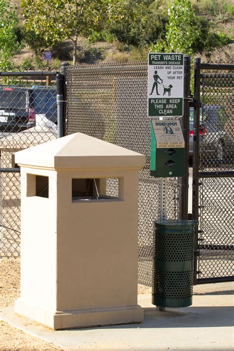 waste station alga norte park with obstacles leash areas