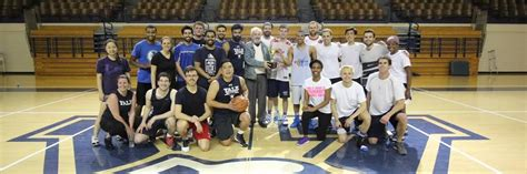 Mba Basketball Careers by Yale School Of Management Mbas Take To The Basketball Court