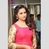 Sri Divya Hot In Bus Stop | 427 x 640 jpeg 51kB