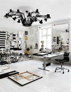 How Does A Black Light Work 19 Artist S Studios And Workspace Interior Design Ideas