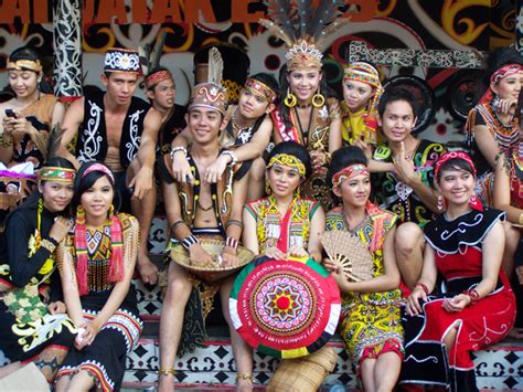 gawai dayak borneo antara malaysia  indonesia tukang