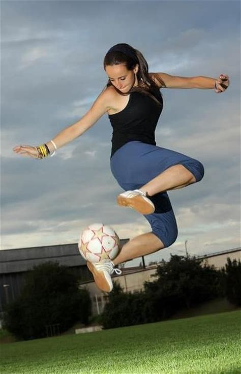 best soccer freestyler in the world freestyle footballer how high can you jump www