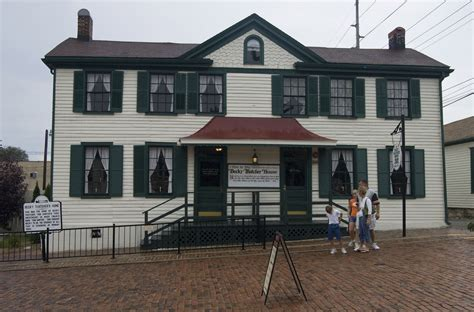 File:Becky Thatcher House in Hannibal   Wikimedia Commons