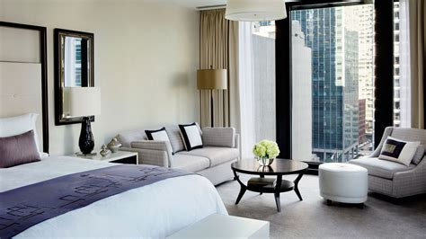 hotel with in the room junior club suite chicago luxury hotel the langham chicago